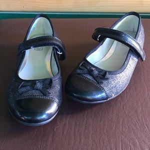 Clarks kids black leather dress shoes size 13